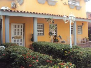 Casa En Ventaen Coro, Parcelamiento Santa Ana, Venezuela, VE RAH: 18-6958