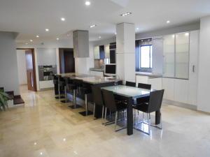 Apartamento En Ventaen Maracaibo, Tierra Negra, Venezuela, VE RAH: 18-6957