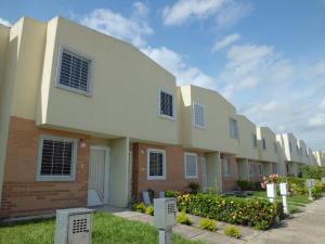 Townhouse En Ventaen Valencia, Parque Valencia, Venezuela, VE RAH: 18-6976