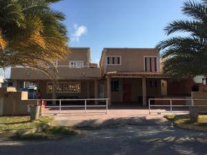 Casa En Ventaen Puerto La Cruz, Complejo Turistico El Morro, Venezuela, VE RAH: 18-11919