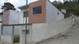 Townhouse En Ventaen San Antonio De Los Altos, Lomas De Urquia, Venezuela, VE RAH: 18-7121