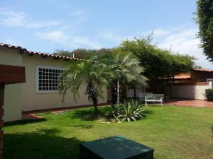 Townhouse En Ventaen Maracaibo, Fuerzas Armadas, Venezuela, VE RAH: 18-7264
