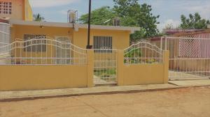 Casa En Ventaen Santa Rita, Via Principal, Venezuela, VE RAH: 18-7362