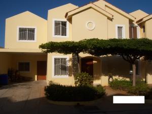 Townhouse En Ventaen Maracaibo, Avenida Milagro Norte, Venezuela, VE RAH: 18-7443