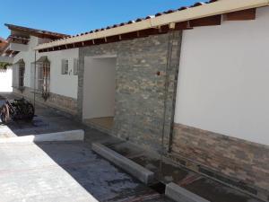 Casa En Ventaen Caracas, Los Guayabitos, Venezuela, VE RAH: 18-7505