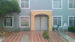 Townhouse En Ventaen Maracaibo, Via La Concepcion, Venezuela, VE RAH: 18-6149