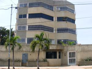 Apartamento En Ventaen Catia La Mar, Playa Grande, Venezuela, VE RAH: 18-7560