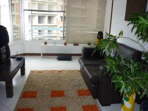 Apartamento En Alquileren Caracas, El Rosal, Venezuela, VE RAH: 18-7588