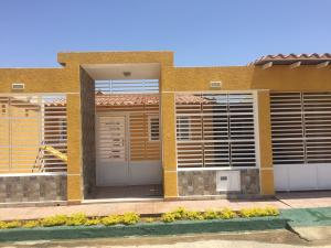 Casa En Ventaen Punto Fijo, Puerta Maraven, Venezuela, VE RAH: 18-7636
