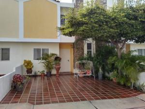 Townhouse En Ventaen Maracaibo, Circunvalacion Dos, Venezuela, VE RAH: 18-7732