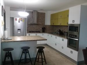 Apartamento En Ventaen Maracaibo, La Lago, Venezuela, VE RAH: 18-7688