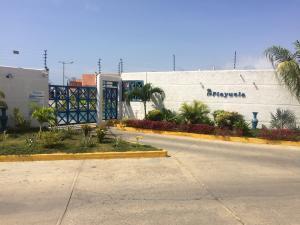 Casa En Ventaen Tucacas, Tucacas, Venezuela, VE RAH: 18-7770