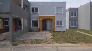 Townhouse En Ventaen Maracaibo, Via La Concepcion, Venezuela, VE RAH: 18-7847