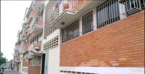 Apartamento En Ventaen Valencia, Las Acacias, Venezuela, VE RAH: 18-7852