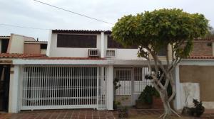 Townhouse En Ventaen Maracaibo, Lago Mar Beach, Venezuela, VE RAH: 18-7902