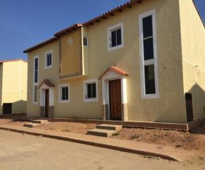 Townhouse En Ventaen Ciudad Ojeda, Intercomunal, Venezuela, VE RAH: 18-8024