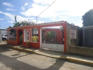 Casa En Ventaen Barquisimeto, Parroquia Tamaca, Venezuela, VE RAH: 18-8082