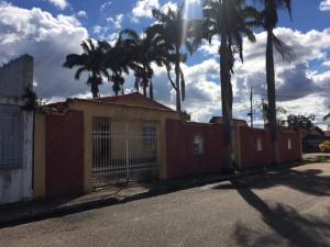 Casa En Ventaen El Tigre, Sector Avenida Intercomunal, Venezuela, VE RAH: 18-8093