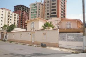 Casa En Ventaen Lecheria, El Morro I, Venezuela, VE RAH: 18-8188