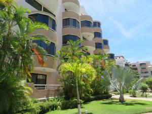 Apartamento En Ventaen Higuerote, Agua Sal, Venezuela, VE RAH: 18-8089