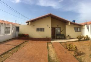 Casa En Ventaen Punto Fijo, Puerta Maraven, Venezuela, VE RAH: 18-8108