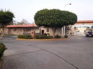 Townhouse En Ventaen Maracaibo, Fuerzas Armadas, Venezuela, VE RAH: 18-8120