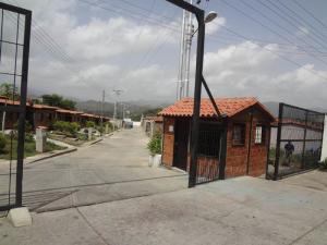 Casa En Ventaen Cua, Saman De Tovar Iii, Venezuela, VE RAH: 18-8174