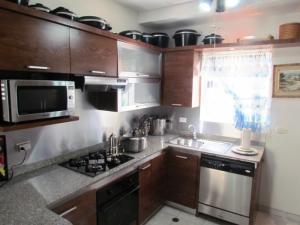 Apartamento En Ventaen Maracaibo, Avenida El Milagro, Venezuela, VE RAH: 18-8338