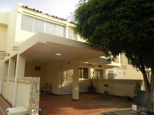 Townhouse En Alquileren Maracaibo, Zona Norte, Venezuela, VE RAH: 18-8466