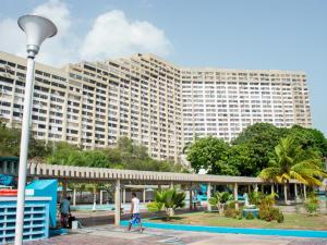 Apartamento En Ventaen Parroquia Caraballeda, Los Corales, Venezuela, VE RAH: 18-8487