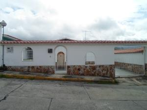 Casa En Ventaen Los Teques, Los Teques, Venezuela, VE RAH: 18-8573