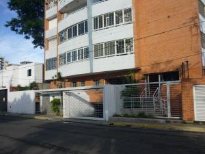 Apartamento En Ventaen Maracay, Los Caobos, Venezuela, VE RAH: 18-8567