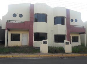 Townhouse En Ventaen Ciudad Bolivar, Av La Paragua, Venezuela, VE RAH: 18-8613