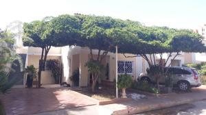 Townhouse En Ventaen Maracaibo, Fuerzas Armadas, Venezuela, VE RAH: 18-8679