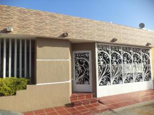 Townhouse En Ventaen Maracaibo, La Picola, Venezuela, VE RAH: 18-8754