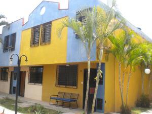 Townhouse En Ventaen Municipio Naguanagua, Barbula, Venezuela, VE RAH: 18-8892