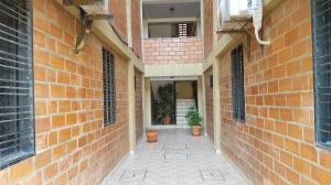 Apartamento En Ventaen Coro, Plaza Suiza, Venezuela, VE RAH: 18-9075