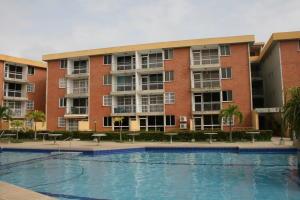 Apartamento En Ventaen Higuerote, La Costanera, Venezuela, VE RAH: 18-10026