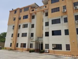 Apartamento En Ventaen Municipio Los Guayos, Paraparal, Venezuela, VE RAH: 18-9164