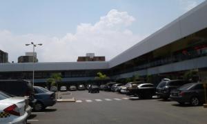 Local Comercial En Ventaen Maracaibo, Avenida Delicias Norte, Venezuela, VE RAH: 18-9237