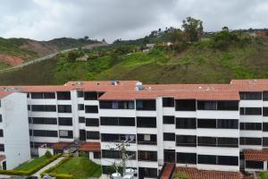 Apartamento En Ventaen Los Teques, El Solar De La Quinta, Venezuela, VE RAH: 18-9265