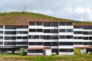Apartamento En Ventaen Los Teques, El Solar De La Quinta, Venezuela, VE RAH: 18-9381