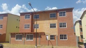 Apartamento En Ventaen Guatire, Alto Grande, Venezuela, VE RAH: 18-9290
