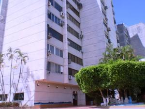 Apartamento En Ventaen Higuerote, Carenero, Venezuela, VE RAH: 18-9594