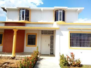 Townhouse En Ventaen Ciudad Bolivar, Agua Salada, Venezuela, VE RAH: 18-9647