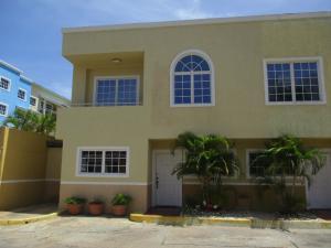 Townhouse En Ventaen Margarita, El Morro, Venezuela, VE RAH: 18-9506