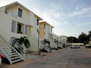 Townhouse En Ventaen Maracaibo, Avenida Goajira, Venezuela, VE RAH: 18-9576