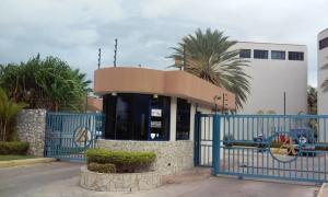 Apartamento En Alquileren Lecheria, Complejo Turistico El Morro, Venezuela, VE RAH: 18-10438