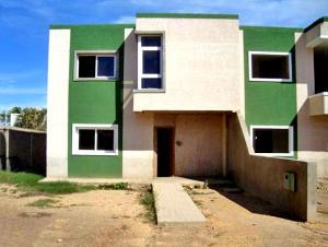 Townhouse En Ventaen Punto Fijo, Casacoima, Venezuela, VE RAH: 18-9620