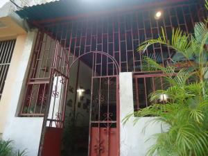 Casa En Ventaen Catia La Mar, Ezequiel Zamora, Venezuela, VE RAH: 18-9648